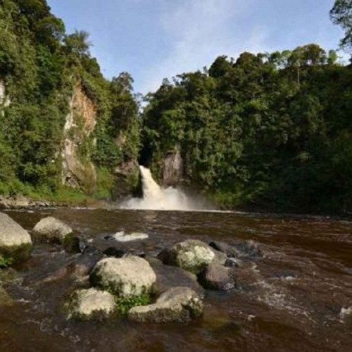 Lae Une Waterfall